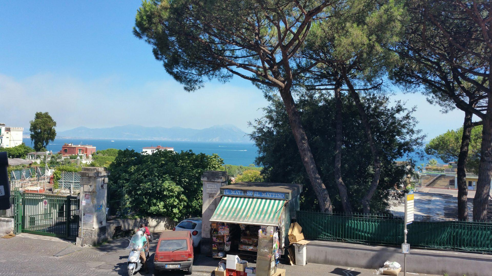 Via Posillipo parte alta appartamento semipanoramico a Napoli